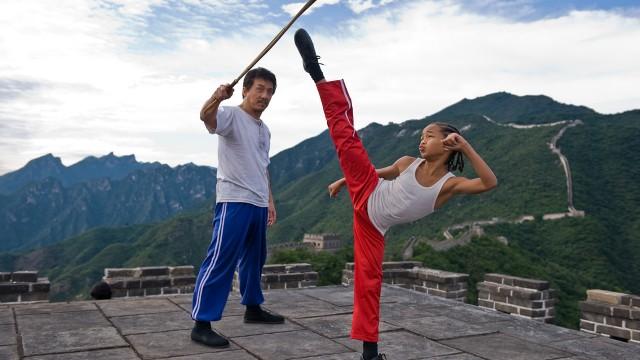 Jackie Chan måtte stadig passe på Jaden Smith under innspilllingen av Karate Kid. (Foto: Sonny Pictures)