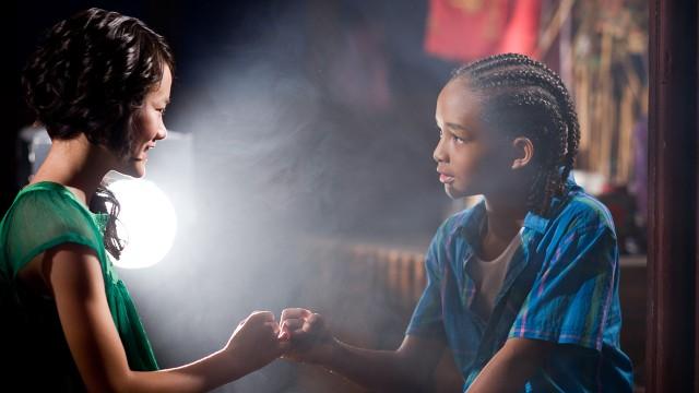 Jaden Smith er spådd en stor fremtid som skuespiller. Her sammen med Wenwen Hang. (Foto: Sony Pictures)