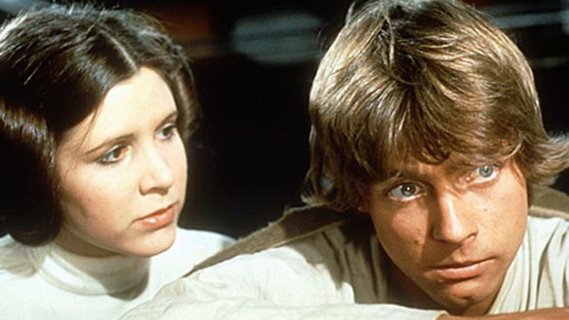 Carrie Fisher som Leia og Mark Hamill som Prinsesse Leia og Luke i Star Wars. (Foto: Lucasfilm Ltd)