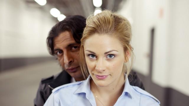 Leon Bashir og Jenny Skavlan i Tomme tønner 2 - Det brune gullet. (Foto: Euforia Film)