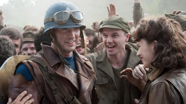 Chris Evans forvandles til superhelten Captain America. (Foto: United International Pictures)