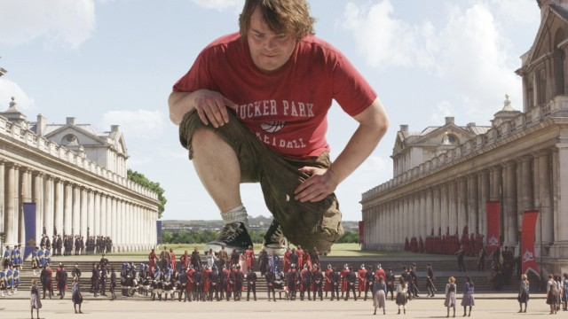Jack Black hjelper små mennesker i Gullivers reiser. (Foto: Twentieth Century Fox Norway)