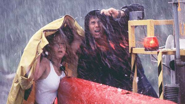 Helen Hunt og Pill Paxton spiller tornadojegere i Twister. (Foto: Warner Bros. Pictures)