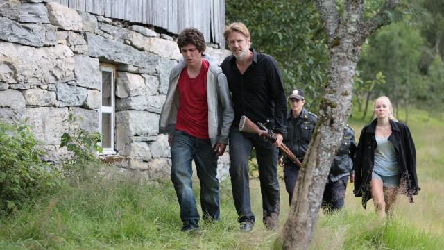 Varg Veum må hjelpe barnevernsgutten Jan Egil i Dødens drabanter (Foto: SF Norge/Cinenord Spillefilm).