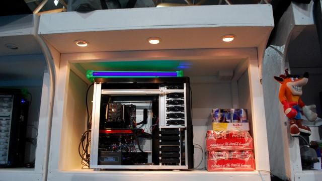 Noen velger å bruke lyslykter, andre velger å bygge de inn i hyllene. (Foto: Silje Strømmen, NRK P3)