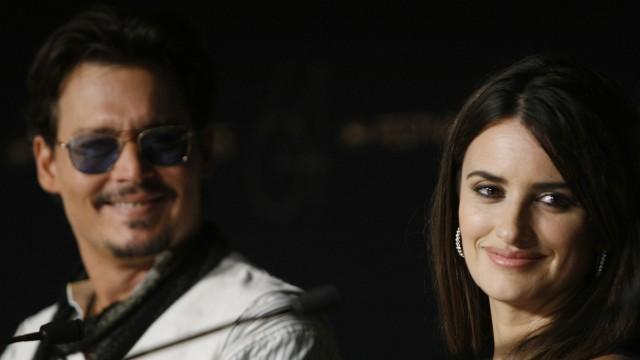 Johnny Depp og Penelope Cruz på pressekonferansen i Cannes (Foto: AFP)