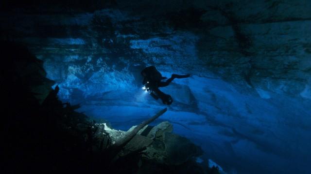 Vakre undervannsgrotter i Sanctum (Foto: SF Norge).