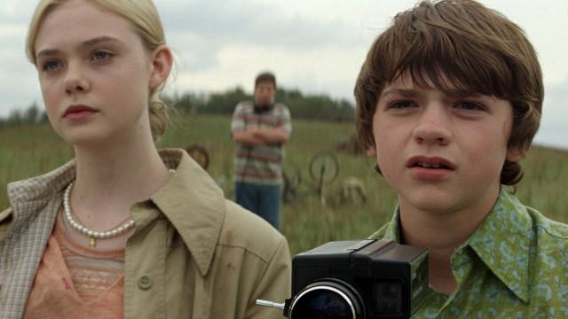 Elle Fanning og Joel Courtney spiller hovedrollene i Super 8 (Foto: United International Pictures).