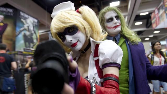 Deltagere viser frem kostymene sine på Comic-Con 2011. (Foto: AP Photo/Gregory Bull)