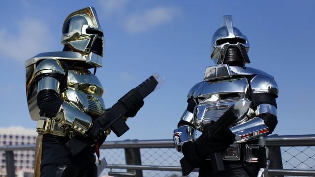 Deltagere viser frem kostymene sine på Comic-Con 2011. (Foto: REUTERS/Mike Blake)