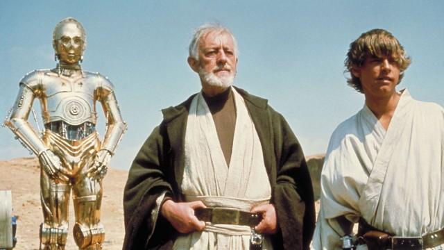 C-3PO, Sir Alec Guinnes og Mark Hamill i Star Wars episode IV: Et nytt håp (Foto: Lucasfilm).