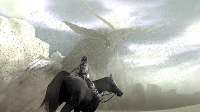 En av de gigantiske kolossene du møter i Shadow of the Colossus er en laaaaaang flyvende sandslange. Størrelsen på monsterne er til tider helt overveldende. (Foto: SCEE)