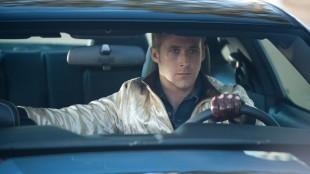 Ryan Gosling bak rattet i Drive (Foto: SF Norge AS).
