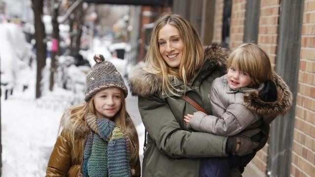 Sarah Jessica Parker og to søte barn i Jeg fatter ikke hvordan hun får det til (Foto: Star Media Entertainment).