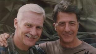 Captain Dye og Dustin Hoffman. (Foto: NRK)