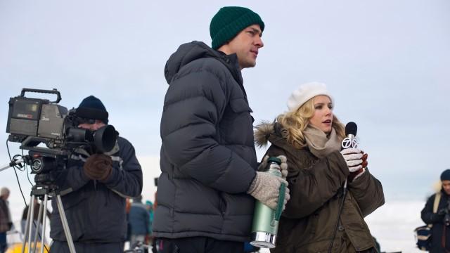John Krasinski og Kristen Bell i Big Miracle (Foto: United International Pictures).