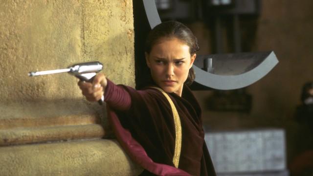 Natalie Portman som dronning Amidala i Star Wars: Episode 1 - Den skjulte trussel (Foto: Twentieth Century Fox).Natalie Portman som Prinsesse Amidala i Star Wars: Episode 1 - Den skjulte trussel (Foto: Twentieth Century Fox).