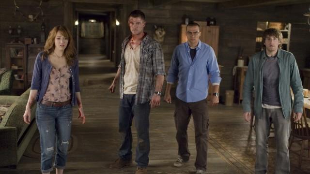 Kristen Connolly, Chris Hemsworth, Jessie Williams og Fran Kranz i The Cabin in the Woods (Foto: Norsk Filmdistribusjon).
