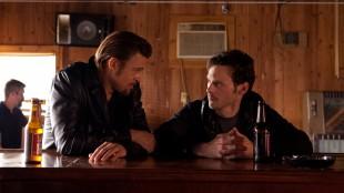 Brad Pitt og Scoot McNairy i Killing Them Softly (Foto: Norsk Filmdistribusjon).