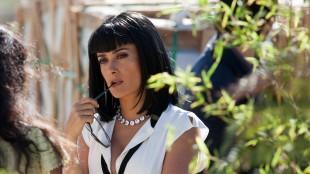 Salma Hayek spiller sjef for narkokartell i Savages (Foto: United International Pictures).
