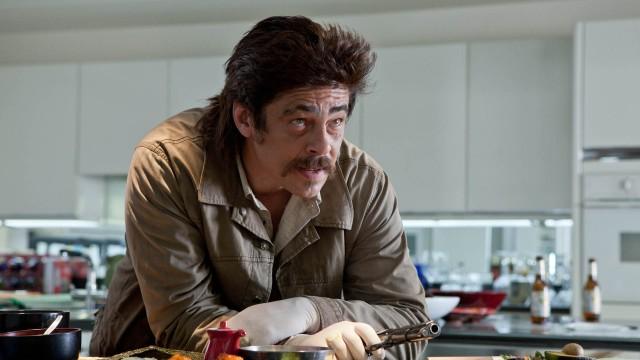 Benicio Del Toro som skumle Lado i Savages (Foto: United International Pictures).