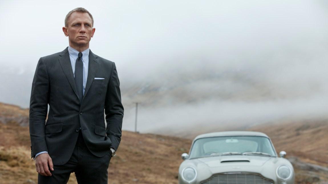 James Bond (Daniel Craig) søker tilbake til røttene, også transportmessig, i Skyfall (Foto: MGM / SF Norge AS).