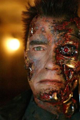 — Eg kjende kabelen som fekk auget til å lyse bli varm til det brant meg, skriv Schwarzenegger om makeupen. (Foto: 20th Century Fox)