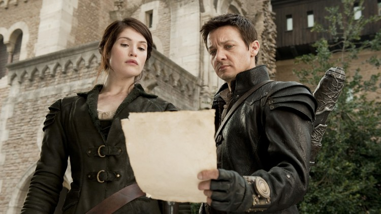 Gemma Arterton og Jeremy Renner i Tommy Wirkolas forrige Hollywood-film Hansel and Gretel: Witch Hunters (Foto: SF Norge AS).