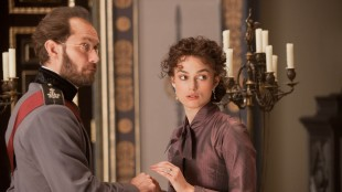 Keira Knightley spiller tittelrollen i Anna Karenina (Foto: United International Pictures).