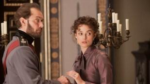 Keira Knightley spiller tittelrollen i Anna Karenina (Foto: United International Pictures).