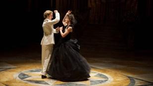 Aaron Taylor-Johnson (t.v.) spiller grev Vronsky i Anna Karenina (Foto: United International Pictures).
