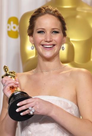 Jennifer Lawrence fekk sin først Oscar. (Foto: John Shearer/Invision/AP)