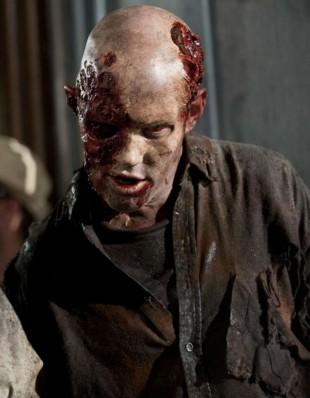 Braaaaaaaiiins... Zombiene ser som alltid veldig bra ut i The Walking Dead. (Foto: Fox Crime).