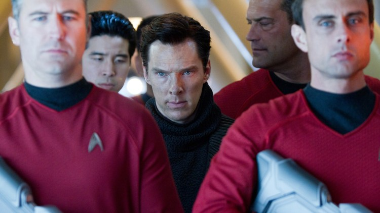 Benedict Cumberbatch passes godt på i Star Trek Into Darkness (Foto: United International Pictures).