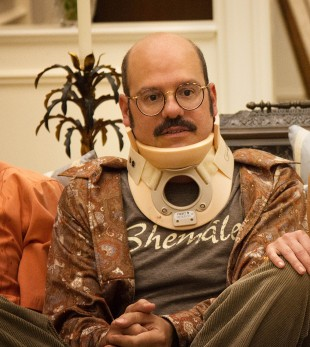 Kva er det som står på skjorta til Tobias? Foto: Netflix)