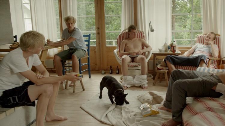Øyvind Vogt, Sindre Horseby, Olav Waastad og Simen Aurstad Gjernes på hyttetur i Å begrave en hund (Foto: SF Norge AS).