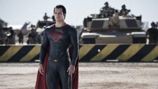Supermann må selvsagt redde verden i Man of Steel (Foto: SF Norge AS).