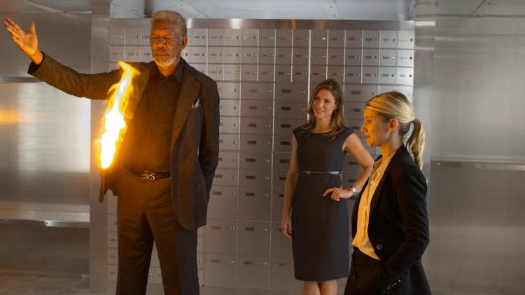 Morgan Freeman kan også noen triks i Now You See Me (Foto: Nordisk Film Distribusjon AS).