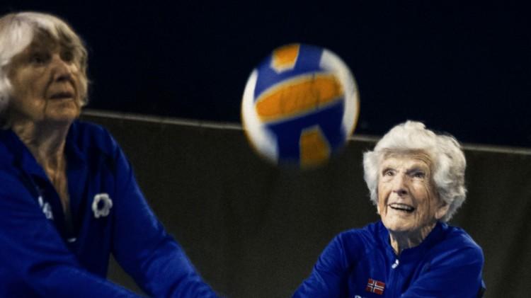 Pensjonistene er på ballen i Optimistene (Foto: Norsk Filmdistribusjon / Skofteland Film).