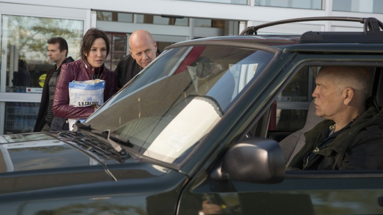 Mary-Louise Parker, Bruce Willis og John Malkovich i RED 2 (Foto: Nordisk Film Distribusjon AS).