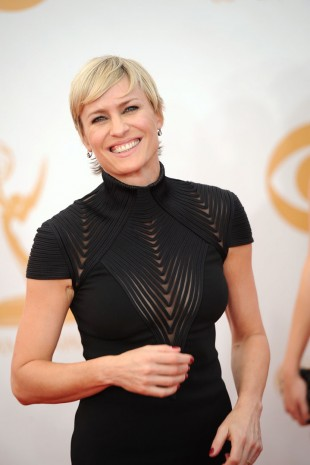 Robin Wright smilte fornøyd på den røde løperen, men prisen for beste skuespillerinne i en dramaserie glapp.(Foto: AFP PHOTO / Robyn Beck, NTB Scanpix).