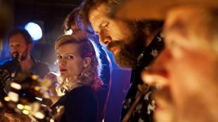 To bluegrassmusikere møter utfordringer i Alabama og Monroe (Foto: Tour de Force).