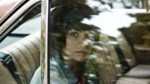 Ida Elise Broch i Detektiv Downs (Foto: Friland Produksjon / Nordisk Film Distribusjon AS).