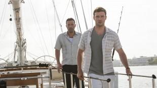 Justin Timberlake og Ben Affleck gambler med store penger i Runner Runner (Foto: Twentieth Century Fox Norway).
