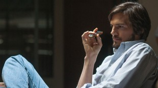 Ashton Kutcher spiller godt i rollen som Steve Jobs. (Foto: SF Norge).