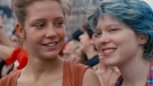 Adèle Exarchopoulos (Adele) og Léa Seydoux (Emma) spiller imponerende hovedroller i Blå er den varmeste fargen (Foto: Arthaus).