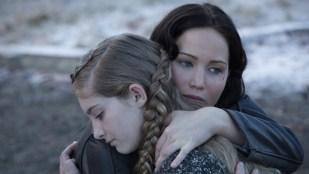 Jennifer Lawrence (Katniss) og Willow Shields (Primrose) i The Hunger Games: Catching Fire (Foto: Lionsgate).