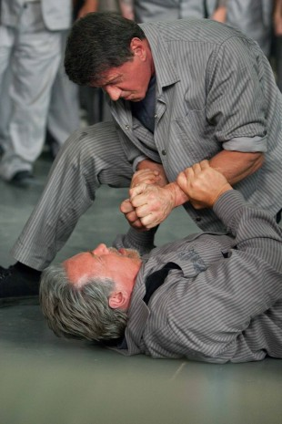 Arnold Schwarzenegger og Sylvester Stallone måler krefter i Escape Plan (Foto: Summit Entertainment).