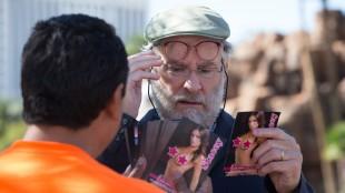 Kevin Kline får et fristende tilbud i Last Vegas (Foto: United International Pictures).