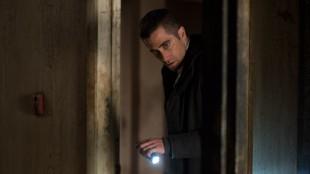 Jake Gyllenhall er på sporet i Prisoners (Foto: Nordisk Film Distribusjon AS).